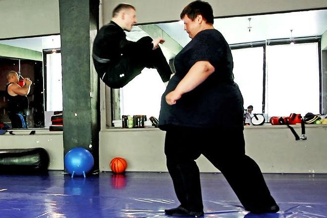 Гигант вышел против бойца ММА: вес против мастерства