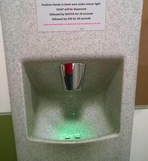 Экологичный умывальник в Новой Зеландии: сначала порция мыла, потом немного воды и затем автоматическая сушилка для рук страны, факты, это интересно