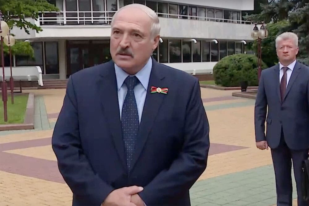 Лукашенко дал советы незрелому политику Макрону: не засматривайся на сторону и не зли жену Политика
