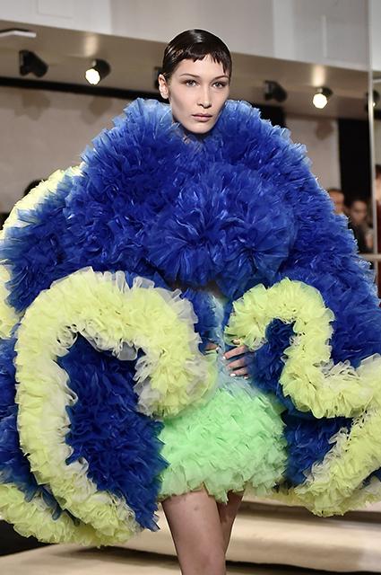 Неделя моды в Нью-Йорке: Белла Хадид и Эмили Ратажковски на показе Tomo Koizumi сезона осень/зима-2019/2020 новости моды