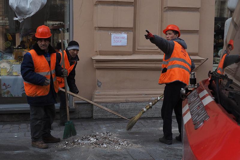 «Надо открывать границы». Как петербургский бизнес плачет без мигрантов