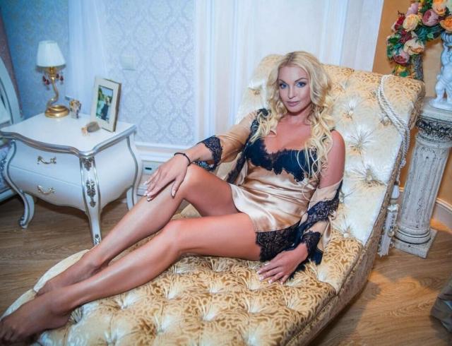 «Скорую надо ей…и в Кащенко…тут диагноз…»: Волочкова показала «конвульсивные» танцы на дискотеке