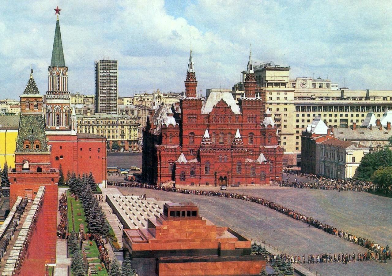 вообще виды кремля и красной площади картинки кованые элементы