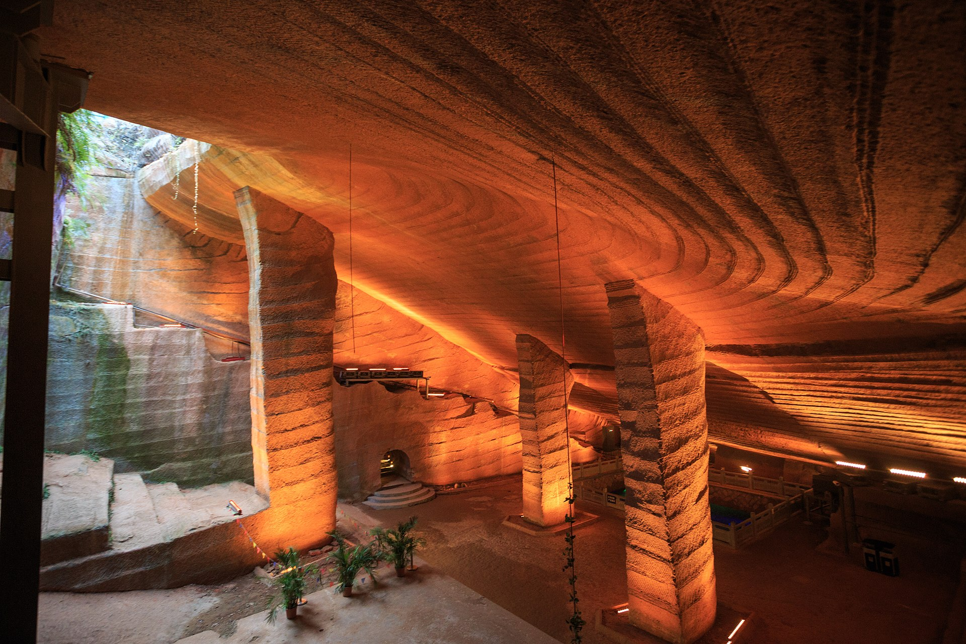 В Китае осушили для чистки озера и нашли входы в подземный город, созданный более 2000 лет назад Культура