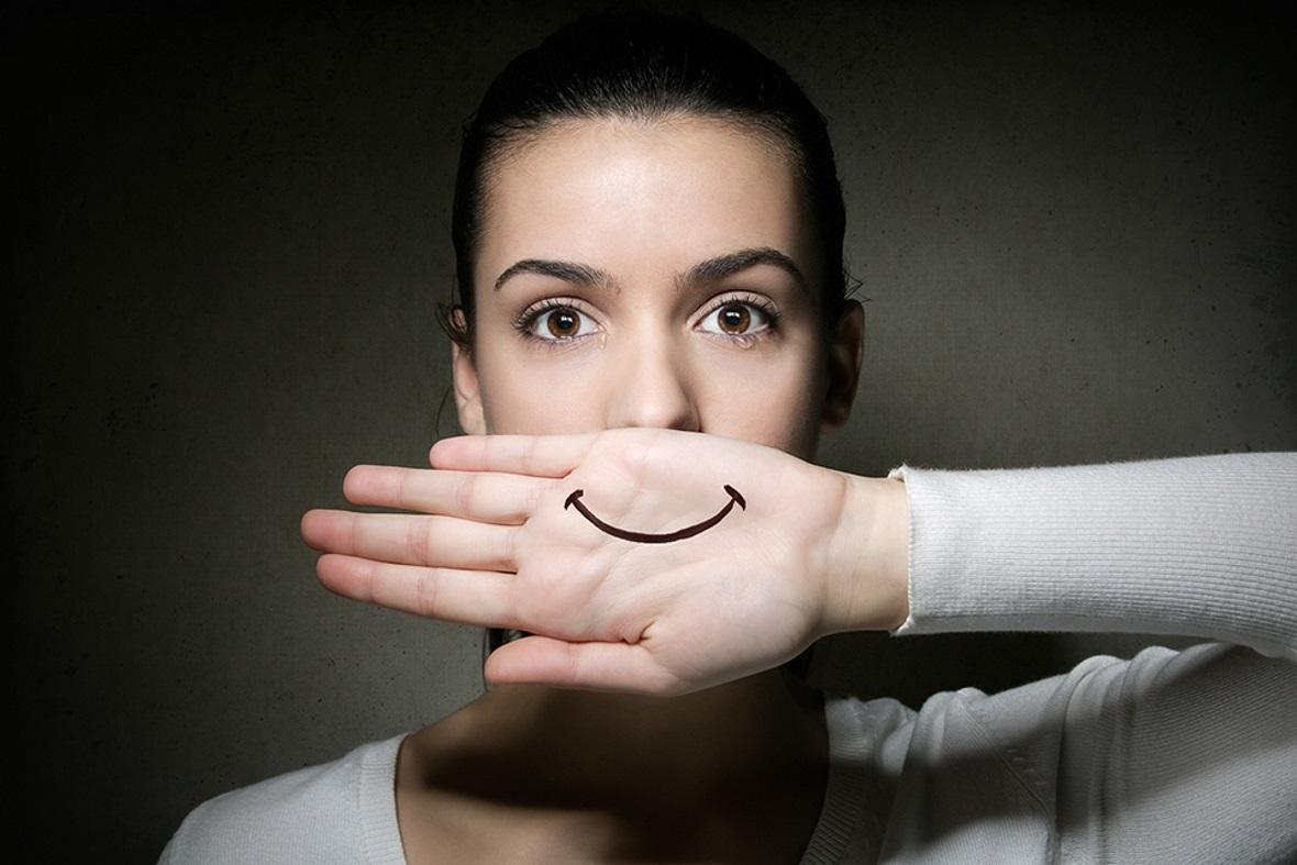 Фальшивые улыбки картинки
