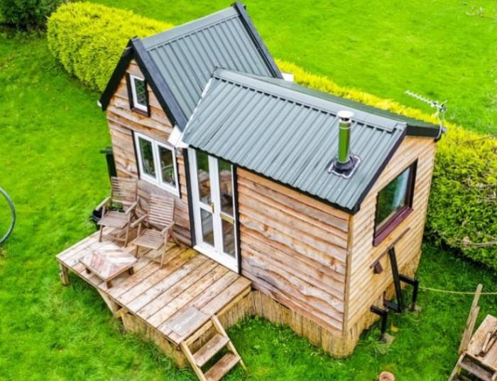 Студент, чтобы уйти от опеки родителей, построил себе дом всего за 8 тыс. дол.