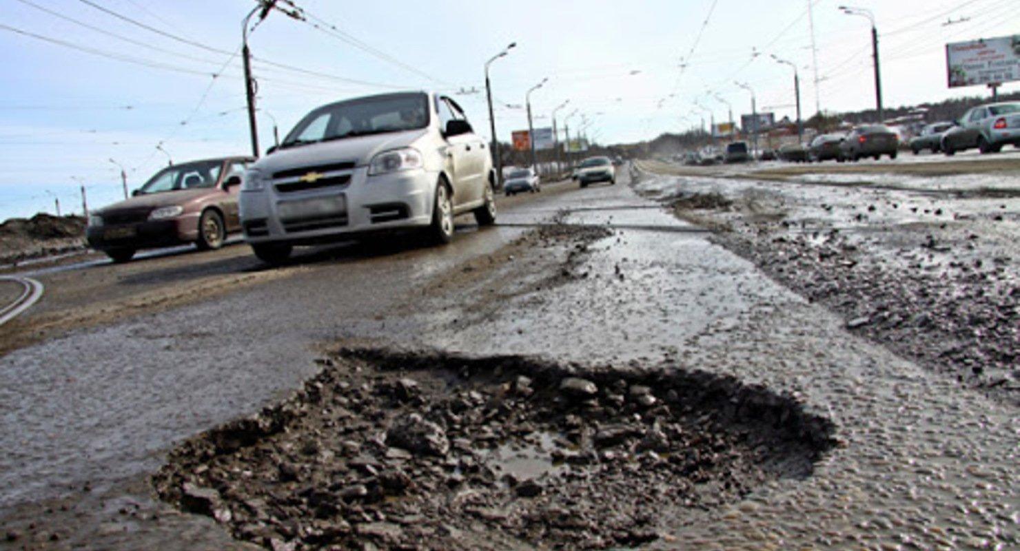 300 ям: мэру российского города пришлось извиняться за качество дорог Автомобили