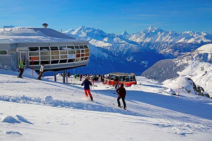Во французских Альпах при сходе лавин погибли два лыжника