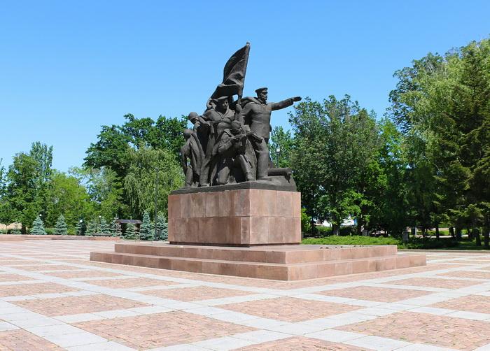 Памятник в Сквере 68 десантников города Николаева