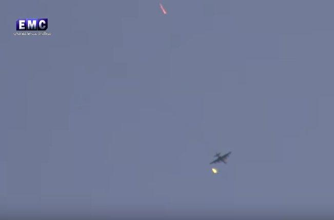 Боевики ведут огонь по Су-25 в Идлибе