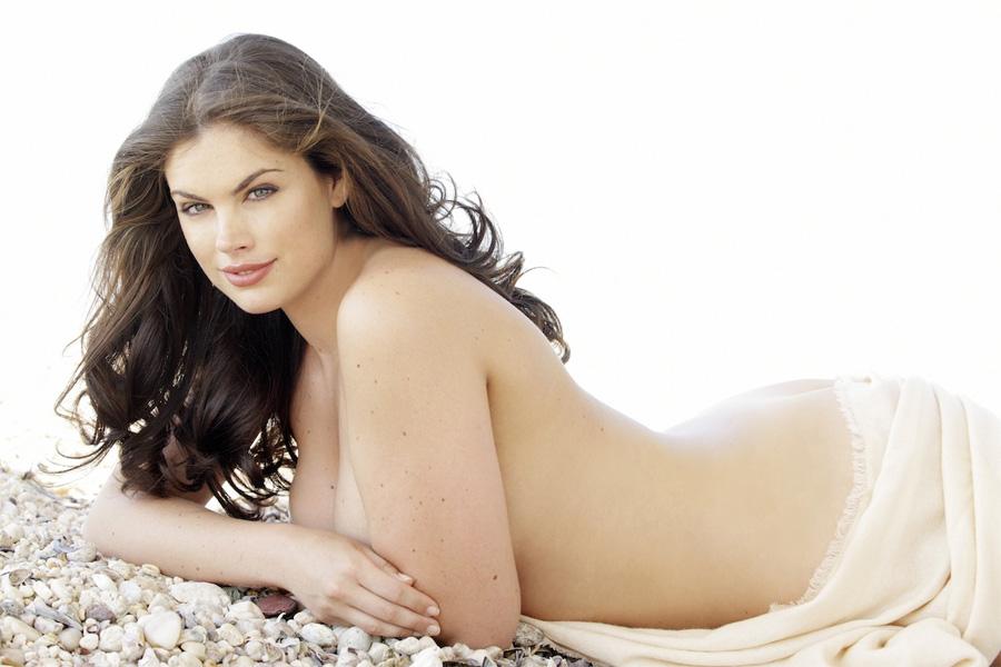 """<h2 style=""""text-align: center;"""">Хлои Маршал</h2> <p>В прошлом году Хлои Маршал победила в финале престижных соревнований «Мисс Англия». Затем девушка переехала в Нью-Йорк, где постоянно выступает в качестве модели Macy's.</p>"""