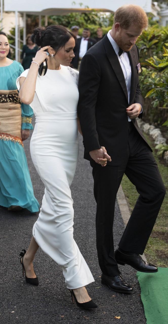Как дизайнер одного из самых лучших платьев Меган Маркл узнал об ее интересном положении до официального подтверждения