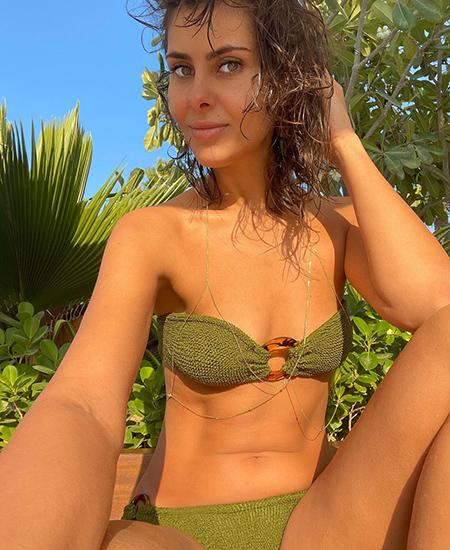 Блестящие, велюровые, асимметричные: какие купальники носить этим летом Звездотренды