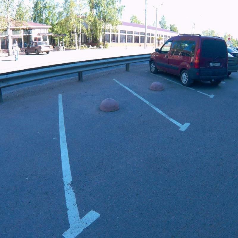 3. Такой, кстати, легко можно не заметить, когда сдаешь задом parking, авто, дебилизм, машины, парковка, смешно, ужасная парковка, фото