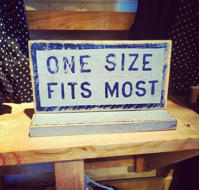 Вот как выглядит одежда «одного размера для всех» на «всех». Производители так точно не задумывали!