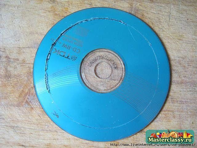 Подхват для штор из старого СД-диска своими руками
