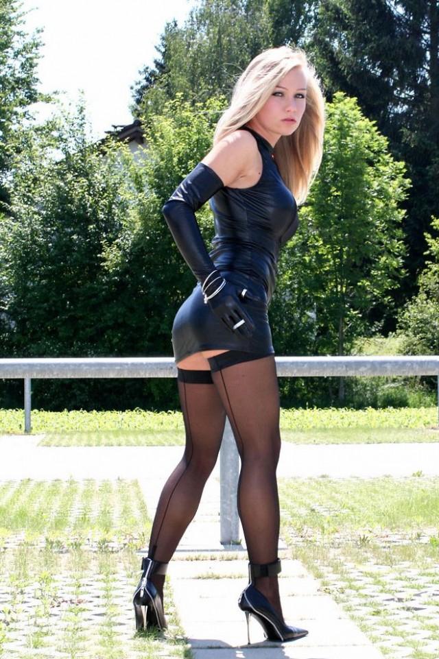 фото девушки эротичном кожаном юбке обменялись минетами