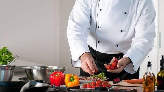 В британских ресторанах не хватает поваров из-за возобновления обслуживания клиентов в закрытых помещениях