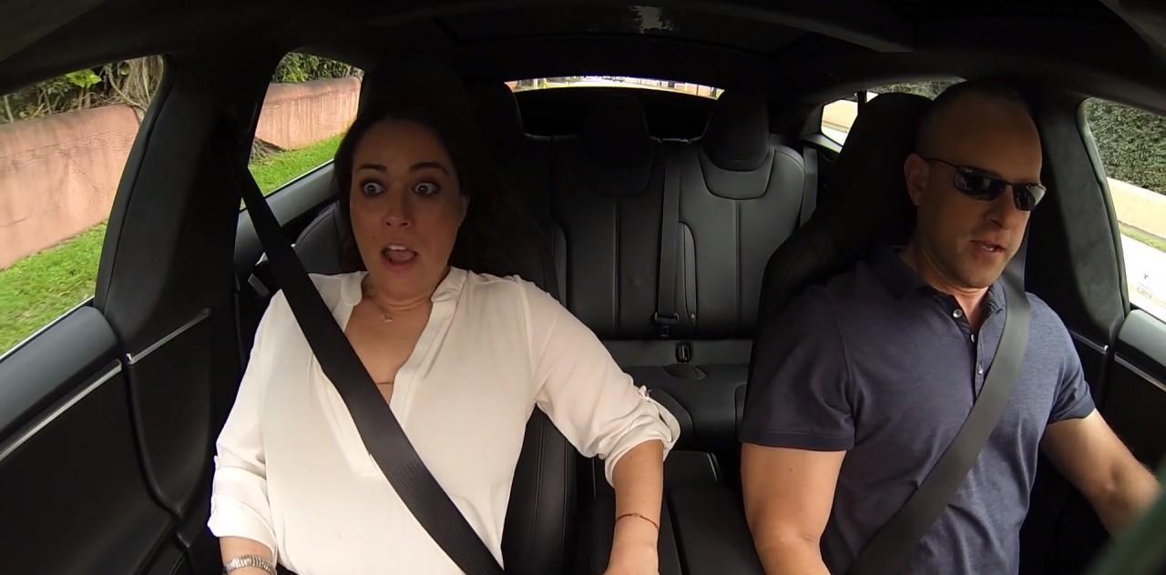 Реакция пассажиров Tesla P85D на действие разгоняющей кнопки Insane