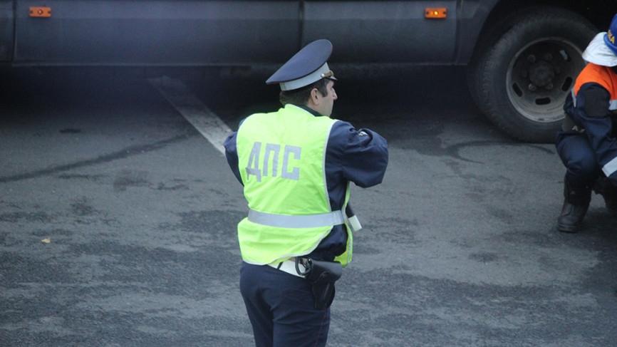 Участок МКАД перекрыт из-за перевернувшегося грузовика Происшествия