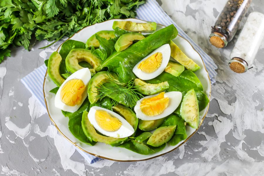 Топ-8 салатов с яйцами салаты
