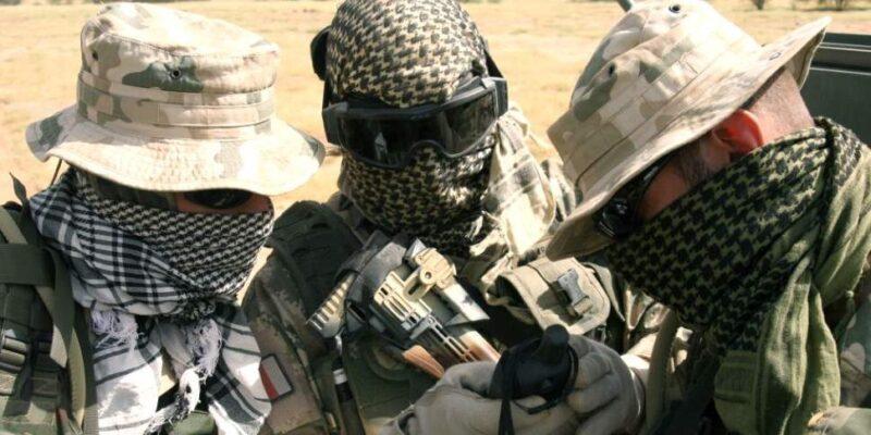 Арафатка: как арабский платок завоевал любовь военных имодников планеты интересные факты