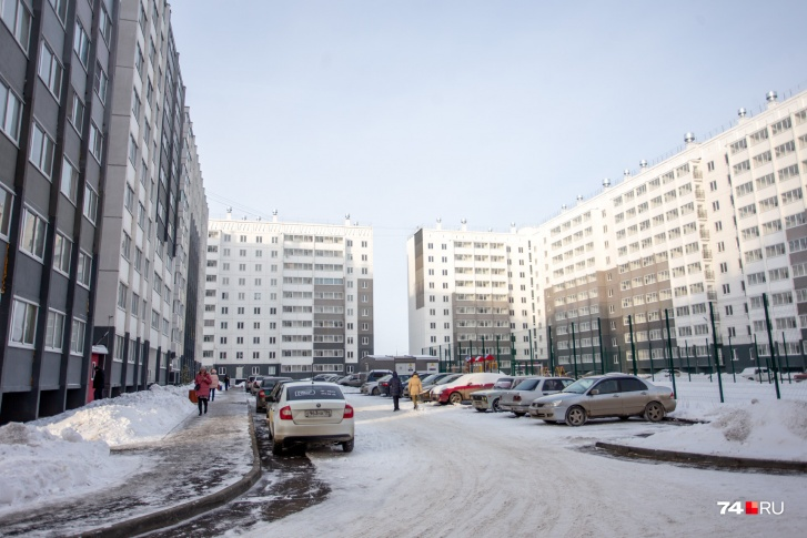 Поддон вместо ванны, холодильник вместо прихожей: кто и как живёт в квартирах площадью до 16 метров жизнь,жилье,малогабаритное жилье,недвижимость,россия