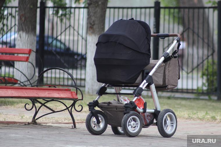 В РФ предложили отпускать женщин на пенсию после третьего ребенка