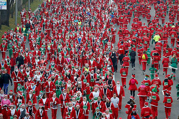 В Испании состоялся забег Санта-Клаусов