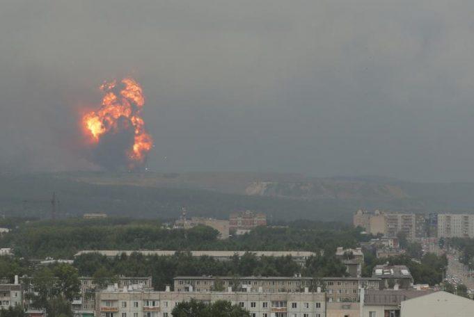 Серия взрывов прогремела на военных складах под Ачинском