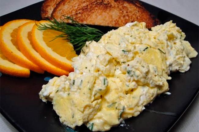 Яичница-болтунья по-шведски с укропом блюда из яиц,кухни мира