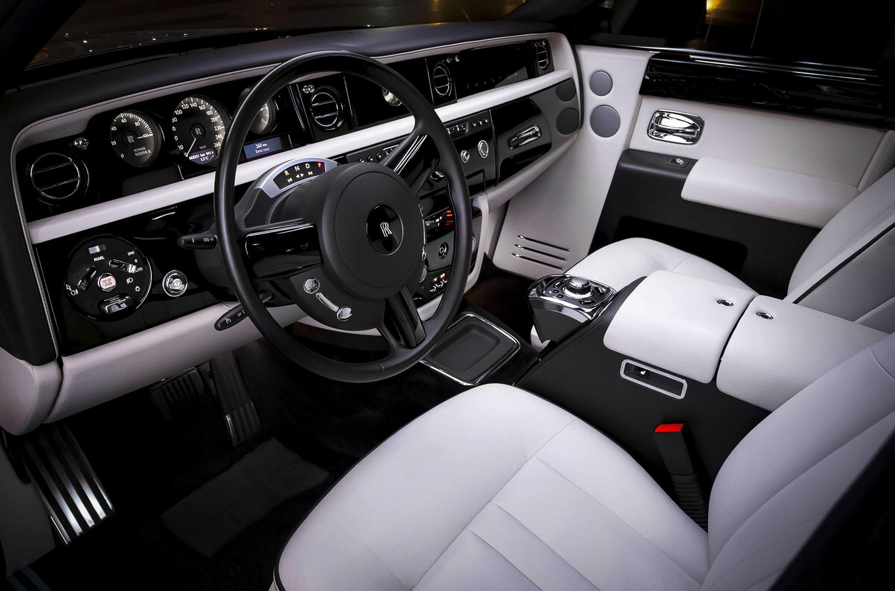 Необычную версию Rolls-Royce Phantom продают в Москве за 19 миллионов рублей Новости