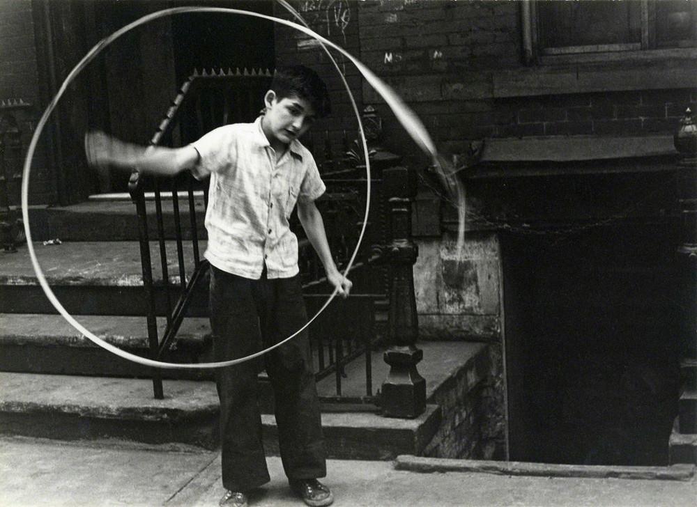 Уличная жизнь Нью-Йорка с 1930-х до 80-х годов в фотографиях Элен Левитт 38