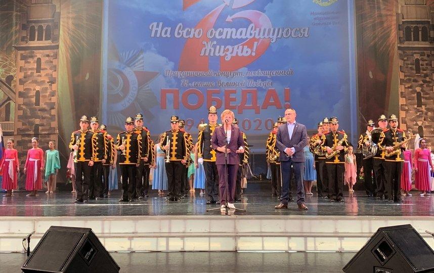 Петербургских пенсионеров в разгар пандемии собрали на концерт под названием «На всю оставшуюся жизнь»