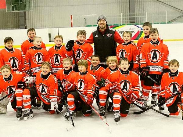 Иностранцы поражены тренировкой маленьких хоккеистов из России: «Так вот откуда берутся гениальные игроки!»
