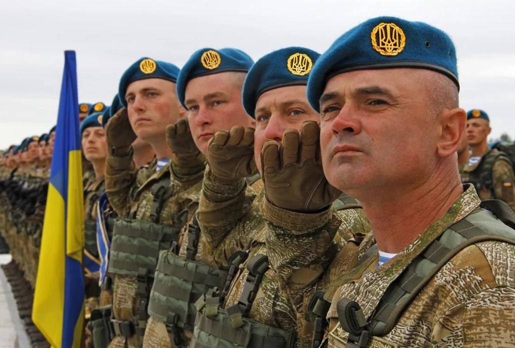 Украина стоит на пороге военной диктатуры