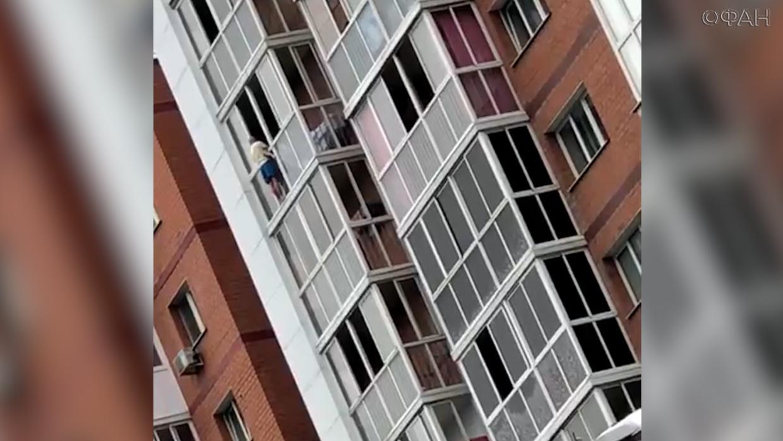 В Иркутске мужчина с ребенком грозится прыгнуть с высоты и требует жену на разговор Происшествия