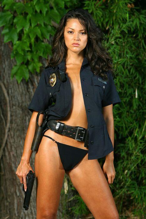 Девушки-полицейские