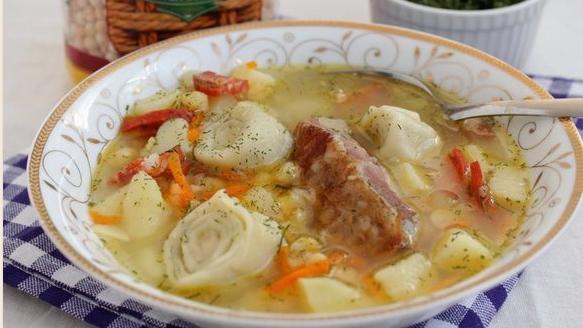 Уже не знаете как удивить родных первым блюдом? Тогда приготовьте им суп с рулетиками