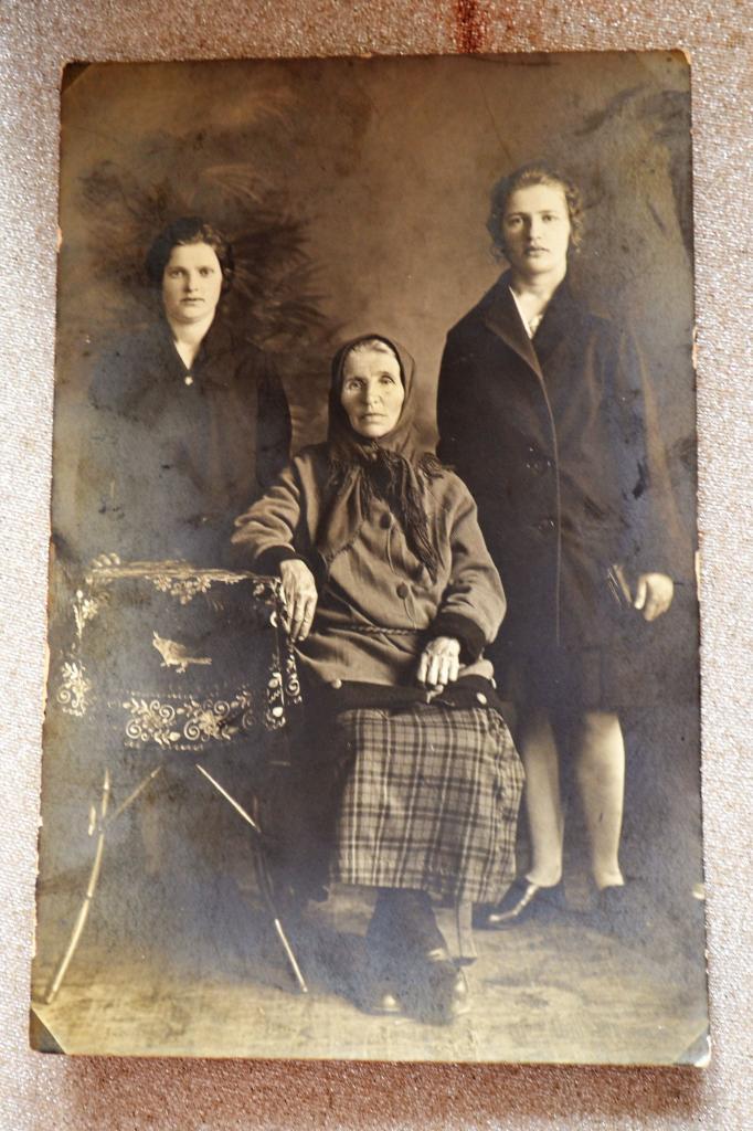 Старые фотографии: почему у людей на фото не было улыбок