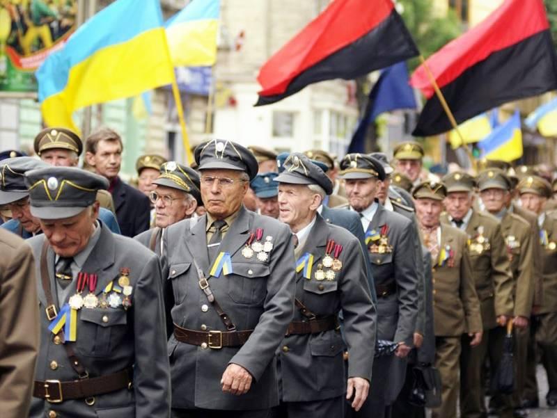 Киев уравнял в правах бандеровцев и советских ветеранов ВОВ новости,события, политика