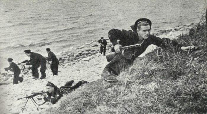Десант морских пехотинцев - фото из военной хроники