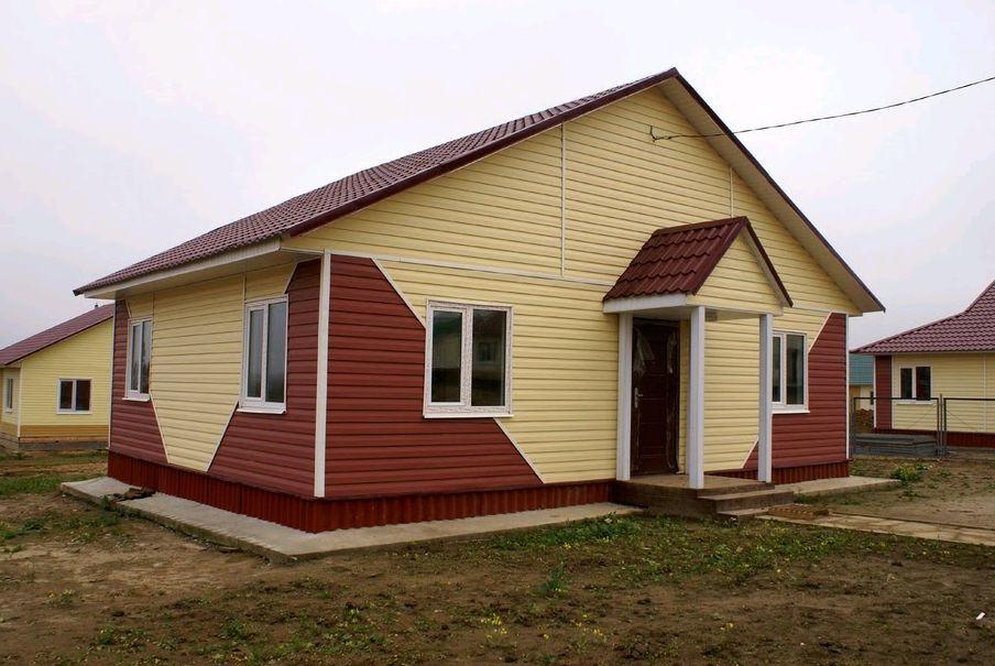 Как красиво обшить дом сайдингом из двух цветов