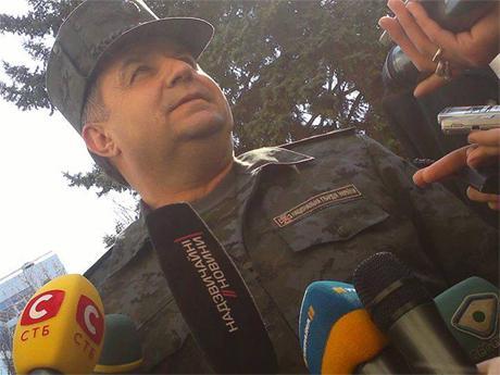 Полторак истерит: Россия направила ОТРК «Искандер» на Киев