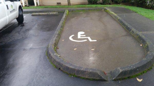 8. Это что вертолетная парковка для инвалидов? parking, авто, дебилизм, машины, парковка, смешно, ужасная парковка, фото