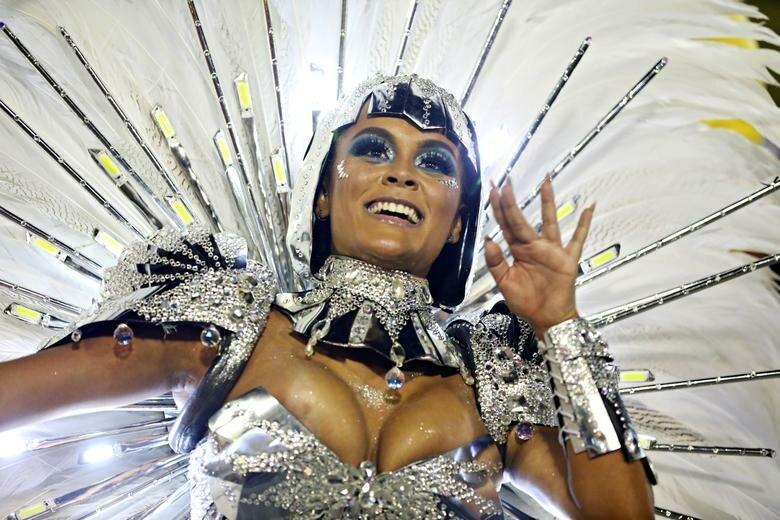 """""""Королева барабанов"""" (королева барабанов - один из ключевых образов на карнавале) Рафаэла Гомес из школы Sao Clemente бразилия, в мире, карнавал, события, фото, фотоотчет, фоторепортаж"""