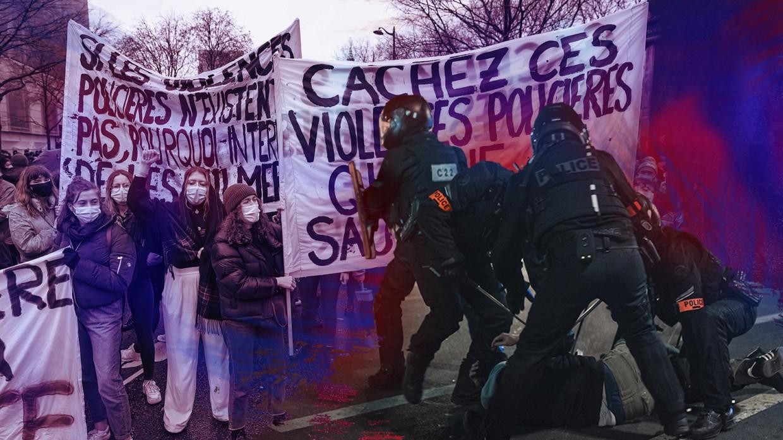 Французы высказались о прошедших в стране митингах против COVID-пропусков Общество