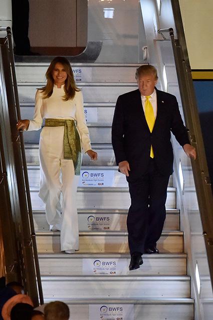 Мелания и Дональд Трамп прилетели с визитом в Индию Новости