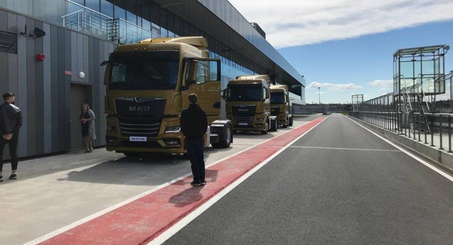 Завод в Санкт-Петербурге приступил к выпуску нового поколения грузовиков MAN Автомобили