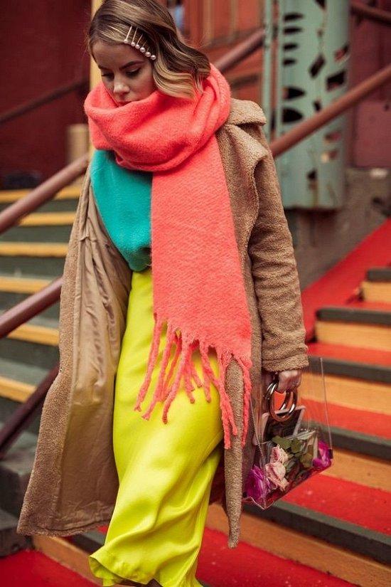 35 идей, как носить шарф в этом сезоне фото №7
